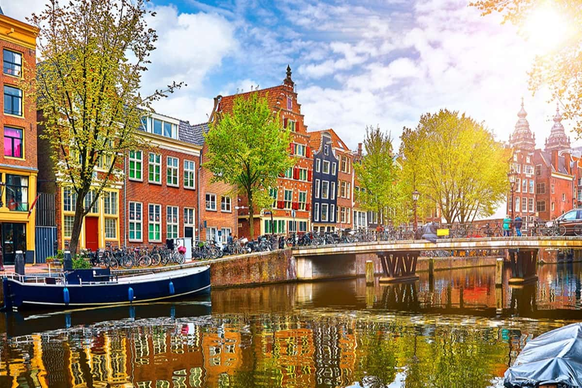 Amsterdam-Europa-Lessan-min