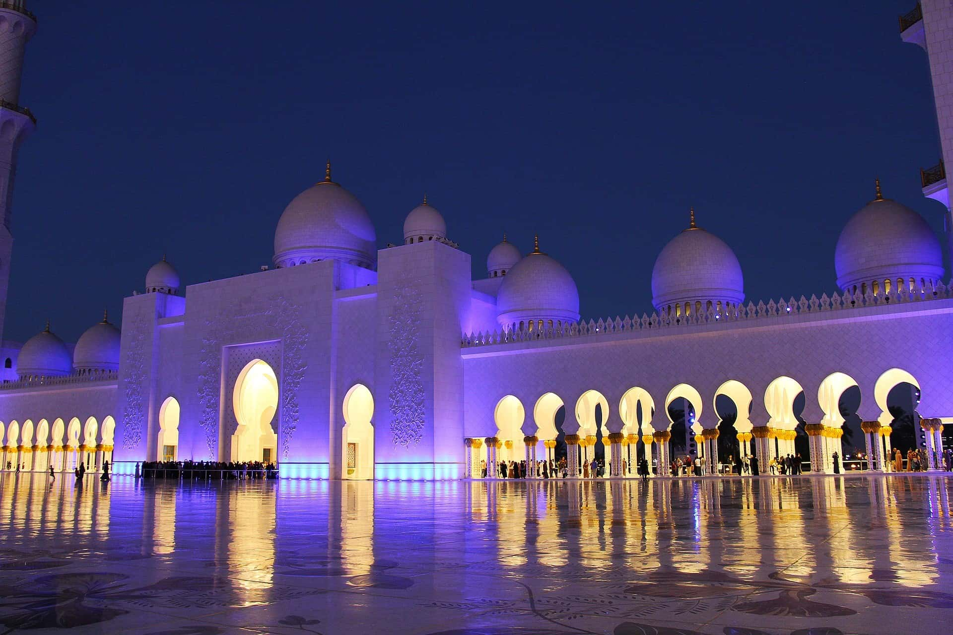 Palácio a noite-min